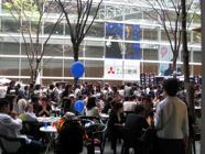 10LFJ3_crowd.png